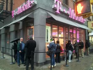 iPhone 5 Hopefuls Line Up at T-Mobile As $99 Sales Begin Today