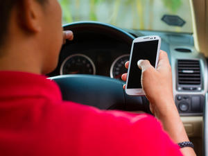 Apple Patent Aims to Stop Texting While Driving