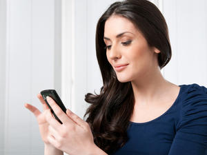 Study: Women Would Ditch Sex or Caffeine Rather Than Their Smartphone, Men Not So Much