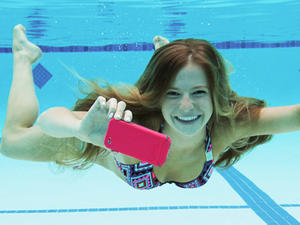 The Best Waterproof Cases for Your iPhone 5, Galaxy S4 or HTC One