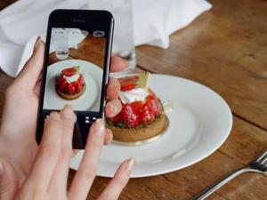 Study Finds Snapping Photos Might Impair Your Memory
