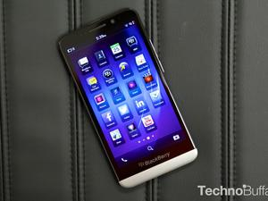 BlackBerry Z30 Unboxing: BlackBerry Joins the Phablet Crowd