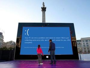 Microsoft Sets Up Giant Surface Tablet in London's Trafalgar Square