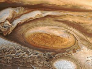 Jupiter's upper atmosphere blazing hot above Great Red Spot