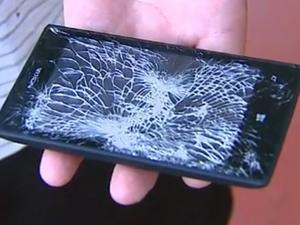 Lumia 520 Blocks Bullet to Save Off-Duty Cop
