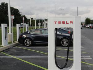 """$30,000 Tesla """"Model E"""" Will Be the Company's Most Affordable Car"""
