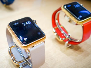 New Apple Watch options said to include less expensive gold model