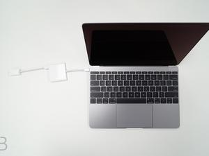 2016 MacBook owners report screen flickering issue with HDMI adapter