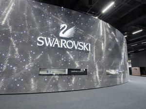 Samsung said to tap Swarovski for Gear A smartwatch bands