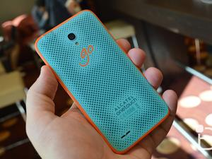 Alcatel OneTouch GO Play phone hands-on: Water resistant and affordable