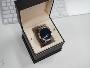 Huawei Watch unboxing: A beautiful addition to the Android Wear family