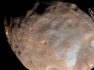 NASA: Mars moon Phobos being torn apart