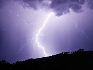 Shocking: Lightning almost hits two men in this crazy video