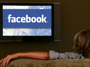Facebook and Twitter want to stream live TV, report says