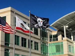 Apple flies a pirate flag to celebrate its 40th birthday