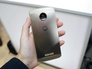 Mid-range Moto Z Play and new Moto Mods leak out
