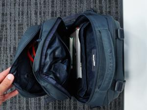 Here's what's in the bag of a videographer