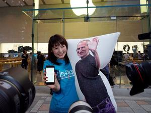 Waiting in line for the iPhone 7 is more fun with a Steve Jobs body pillow