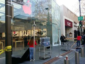 Thieves smash SUV into Palo Alto Apple Store, steal iPads, iPhones and more