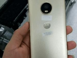 Moto X (2017) appears in leaked photos