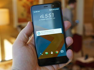 """HTC U Play hands-on: New """"Liquid"""" design from HTC makes its debut"""