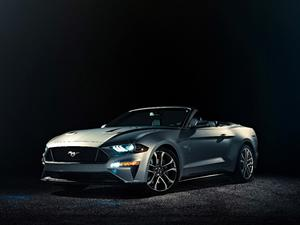 2018 Ford Mustang convertible unveiled!