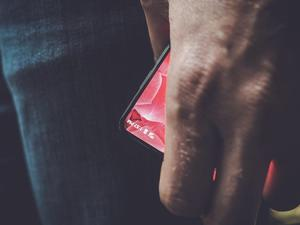 Essential's bezel-less smartphone confirmed to run Android