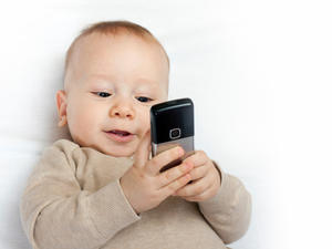 Babies that play with touchscreens miss out on important sleep, says report