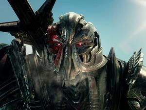 Transformers: The Last Knight trailer - The world is coming apart