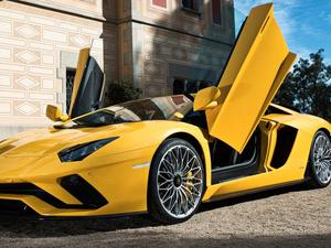 2018 Lamborghini Aventador S is the first supercar to support Android Auto
