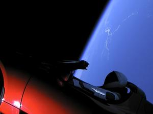 Live view of Elon Musk's Tesla Roadster orbiting Earth