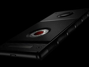 Major US carriers announce they'll sell the futuristic RED Hydrogen One