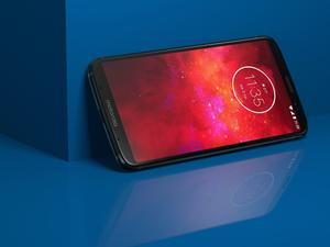 Moto Z3 Play is sexy, budget-friendly, and comes with a Moto Mod