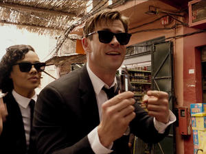 Men In Black: International Trailer—Thor and Valkyrie Fight Aliens