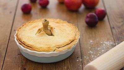 Bake up the perfect dessert with these pie dishes