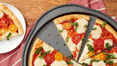 It's all about the base with the best pizza pan