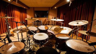 Bring the band into harmony with a good drum set