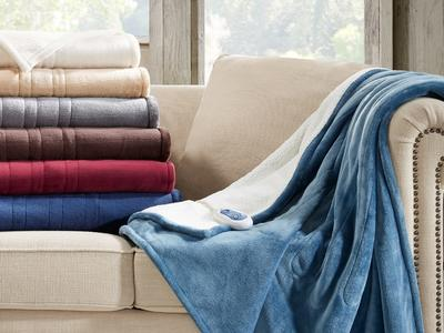 Keep yourself warm during this fall with the best electric blankets