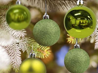 Decorate with kids and pets in mind with these best shatterproof ornaments