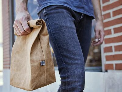 Quell your hunger with the help of an essential lunch bag